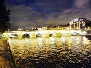 Über die Pont Neuf gelangst du zur Ile de la Cite