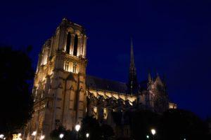 Notre Dame bei Nacht